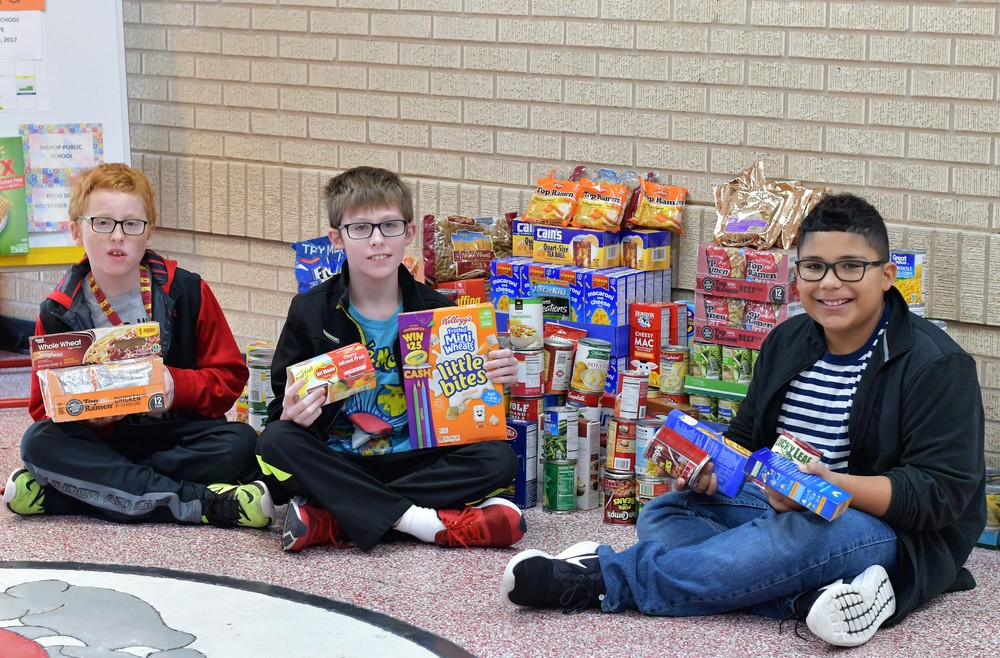 BULLDOGS SHOW THEIR GENEROSITY WITH DONATIONS TO THE LAWTON FOOD BANK!