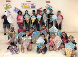 STUDENTS MAKE KITES